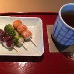 118358846 - 団子のセット あんこ、抹茶、きなこ 京番茶 800円 税別