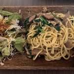 フル フル ラボラトリー - パスタランチ ソーセージとマッシュルームと法蓮草のスパゲティ