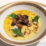 118364560 - 燻製にした牡蠣のフラン スパイスオイル風味