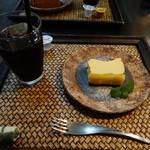 てぃーだかんかん - 料理写真:水出しアイスコーヒーとベイクドチーズケーキのセット