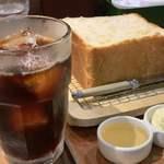 118387895 - 水出しアイスコーヒー545円と銀座の食パン〜香〜637円
