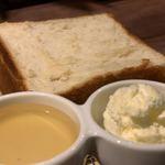 118387912 - 銀座の食パン〜香〜637円に付くはちみつとホイップバター