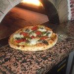 OOIWA - 石窯焼きたてピザ