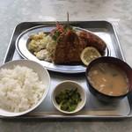 キッチンK - 料理写真:アジフライ・カキフライ定食 1100円