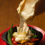 エアポートキッチン - 彩り野菜のラクレットチーズ掛け
