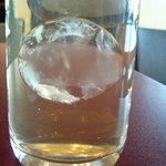 鉄板焼 天 本丸 - 水の氷は球形