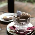 118400139 - お好きなジェラート2種盛りミルクチョコレート、ビターチョコレート