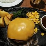 ニュービストロガブリ - 売り切れ御免 限定25食 自家製ハンバーグステーキ とろっとろチーズトッピング(180g)