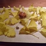 118415870 - 新銀杏のさくさくお菓子。