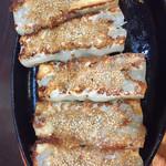 蓬溪閣 - 胡麻棒餃子です 大きいのが熱々で登場
