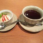 ホワイトイン高崎 スラッシュカフェ - サービスのデザート・ホットコーヒー