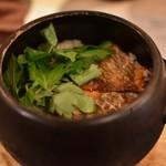 日本酒バル 蔵のや - 焼鯛の土鍋ご飯 笑えるほどうまい!