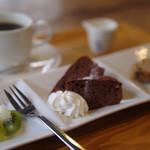 コティカフェ - 甘い物で癒す