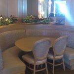 レストラン TuTu - カップルシート、ソファ席もございます。