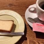 118440946 - しっとりチーズケーキとコーヒー