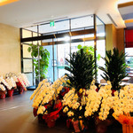 カフェレストランラベンダー - オープンしたてでお花がいたるところにあります。