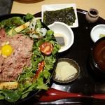 118455831 - 極上ローストビーフユッケ丼御膳・1,958円