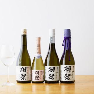獺祭はもちろん、他にも多数の焼酎や日本酒を取り揃えております