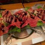 Taishuuwagyuusakabakonroyashimofuriwagyuunabetokoubegyuuhorumonteppanyaki - 黒毛和牛タリアータの炙りサラダ~バルサミコソースとはちみつ~ 980円