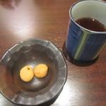 118461354 - 温かいほうじ茶とクッキー♪