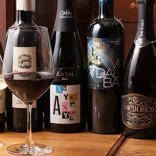 世界各国から厳選したワインのほか、ドリンクを豊富にご用意◎