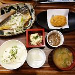 118472661 - サバ味噌煮付け定食850円。