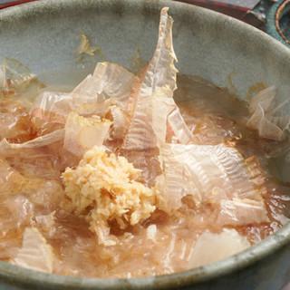 つけ麺ではなく、湯浅醤油で食べるのが二葉流!