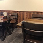 明石丁 - テーブル席には、観光客らしきカップルが2組居られました(2019.10.28)