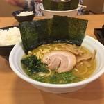 麺家 花一 本店 - 醤油豚骨・白ごはん、モリモリで!!