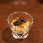 ムーンシャイン - 料理写真:ベルーガに「すし匠」の舎利を合わせて
