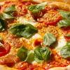 けいこおばさんのガーデンピッザ - 料理写真:自家栽培のバジルをトッピングにした4種のチーズが楽しめます