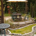 けいこおばさんのガーデンピッザ - お食事の後は庭の散策とコーヒーブレイク