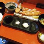 串揚げ咲と - 海老フライ定食800円 あと2つのフライが後から出てきます。