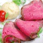 農場レストラン で いただきます - 岡村牛のローストビーフ(メイン料理の1品)