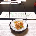 行形亭 - 料理写真:こんぬつわ。ゴボーとか蓮根の揚げ煎餅。