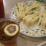 マヅラ喫茶店 - ブラックティーとタマゴサンド