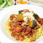 福岡薬院 タニタ食堂 - 【ゴロゴロひき肉とたっぷり野菜のボロネーゼ】