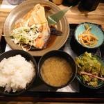 118542901 - 煮魚定食¥850 本日ははまちのカマ煮(19-10)