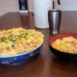 親子丼や揚げ物の大食いチャレンジ、ご予約お待ちしております!