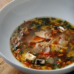 伊達鶏とハマグリの30種の薬膳スープ