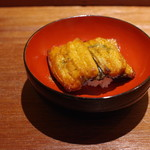 永山 - 鰻の温かいお寿司