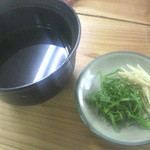 江洲の花 - そばのつゆと薬味