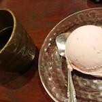 大阪豚しゃぶの会 天六店 - 〆のアイスとお茶