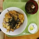 めし処銭屋 - かつ丼550円+味噌汁77円。合計627円。