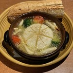 肉バル ITTOKU - 丸ごとカマンベールのアヒージョ
