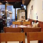 マルかつ食堂 - テーブル席