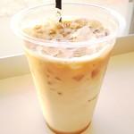 ハロカフェ - ドリンク写真:アイスカフェラテ100円