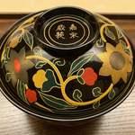 Kiyama - なんとも重厚で色鮮やかな椀。料理も更にグレードアップ。