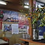 北京食堂 - 諏訪御柱祭のポスターだらけ