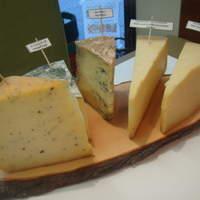 サン・ヴァンサン - 各種チーズ。フランス産を中心に常時5種類程度揃えてます。
